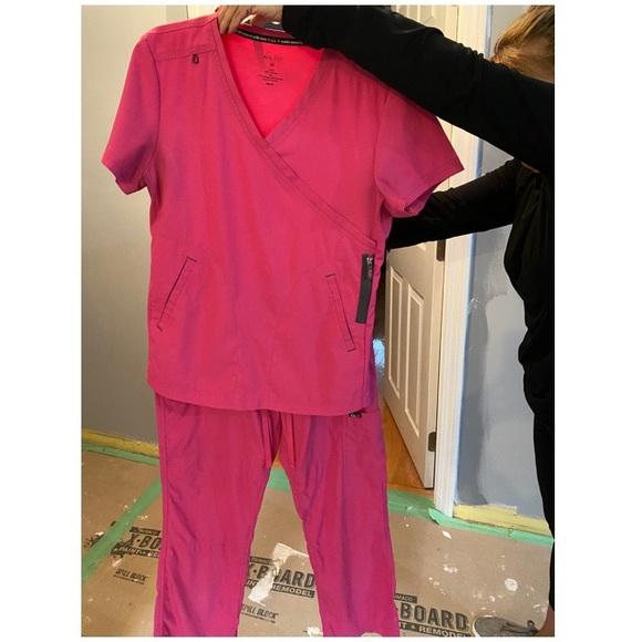 Women's scrubs